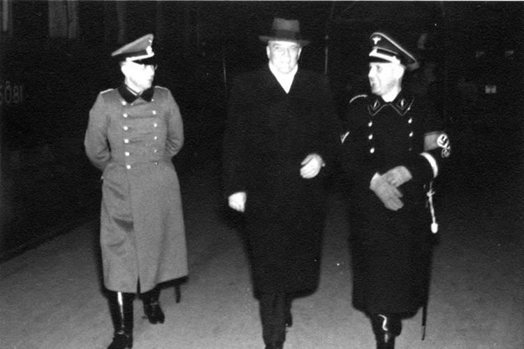 Heinrich Walking