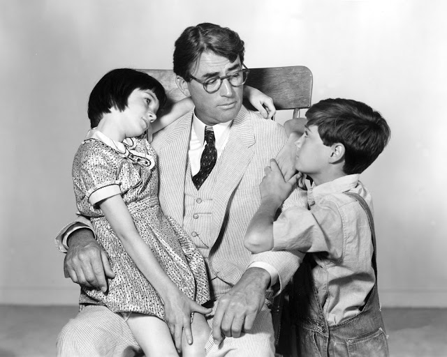 """how does harper lee portray atticus It hurts to read harper lee's new novel, """"go set a watchman"""" your heart breaks when atticus finch is revealed as a racist."""