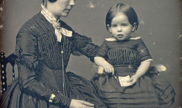 Populair Victorian Postmortem Photography: The Myth of the Stand Alone  #CF93