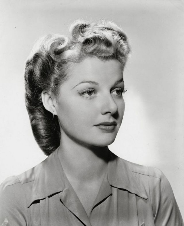 Victory Rolls The Hairstyle That Defined The 1940s Women