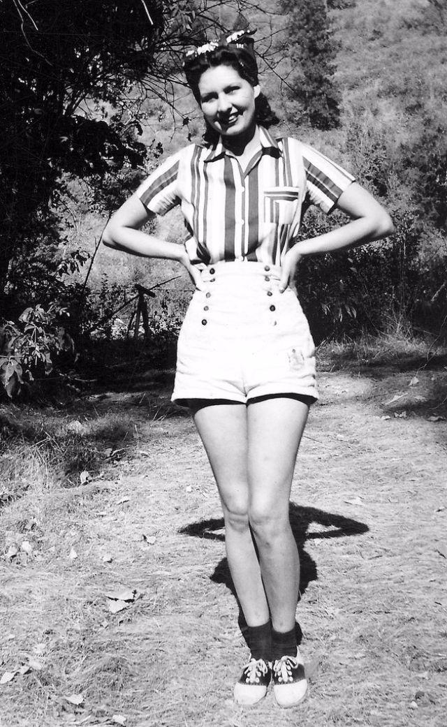Black and White Vintage Photos of 1940s Fashion ~ vintage