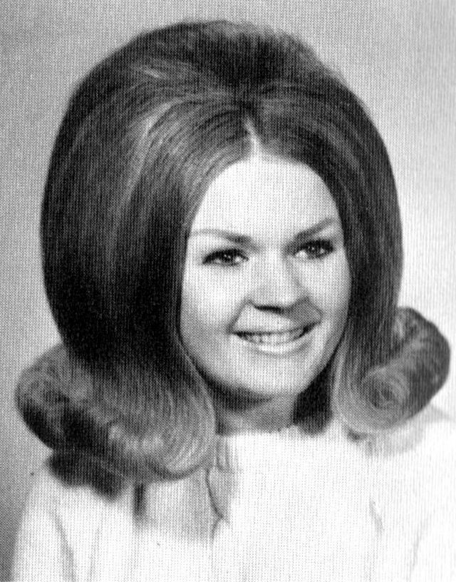 44 Cool Pics That Defined Hairstyles of American High ...