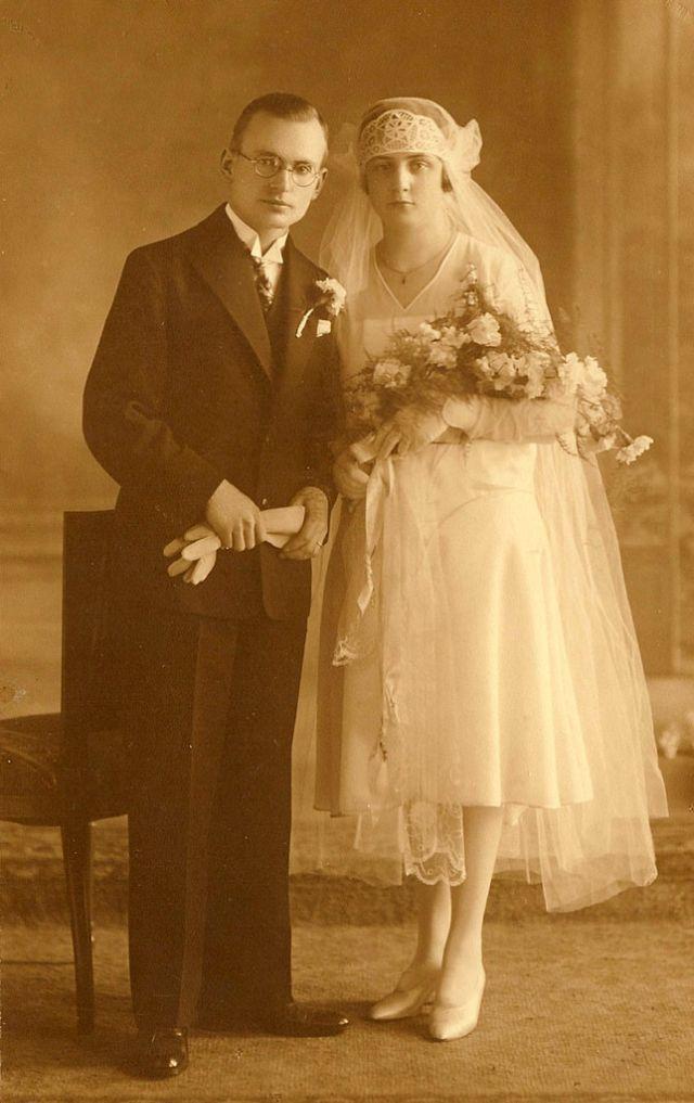 Dating in the Roaring Twenties | Synonym