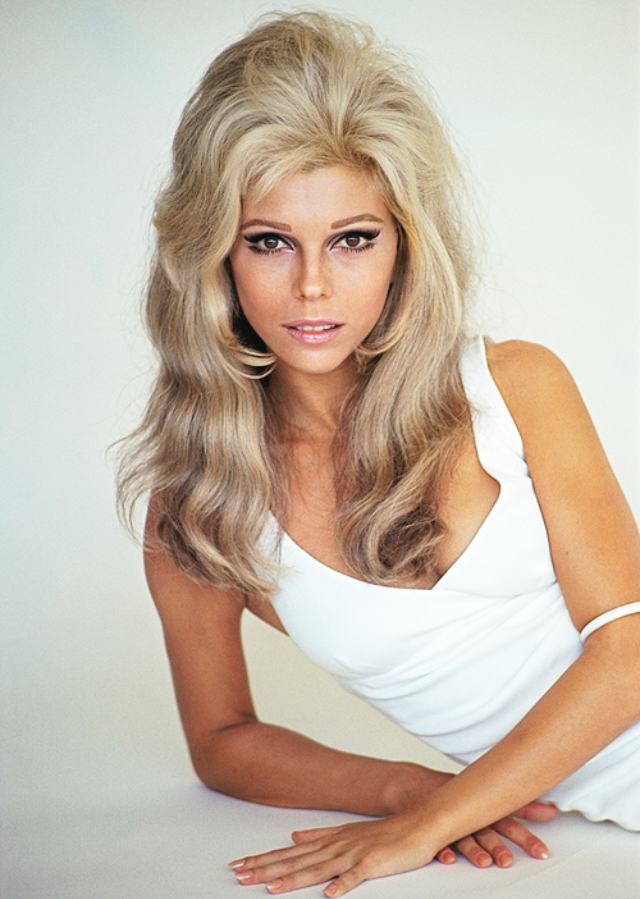 Glamorous Photos of Nancy Sinatra in the 1960s and 1970s ...