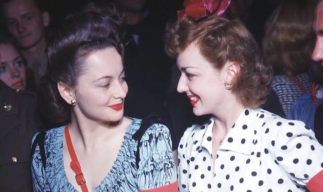 The Very Famous Sibling Rivalry Between Olivia de Havilland and ...