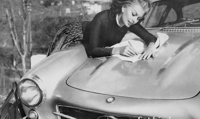 Vintage Pics Of Sophia Loren Photographed With Her 1955 Sl300 Gullwing Vintage News Daily