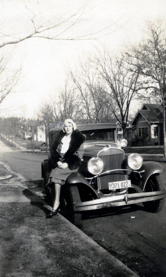 1930s-women-with-cars-6.jpg