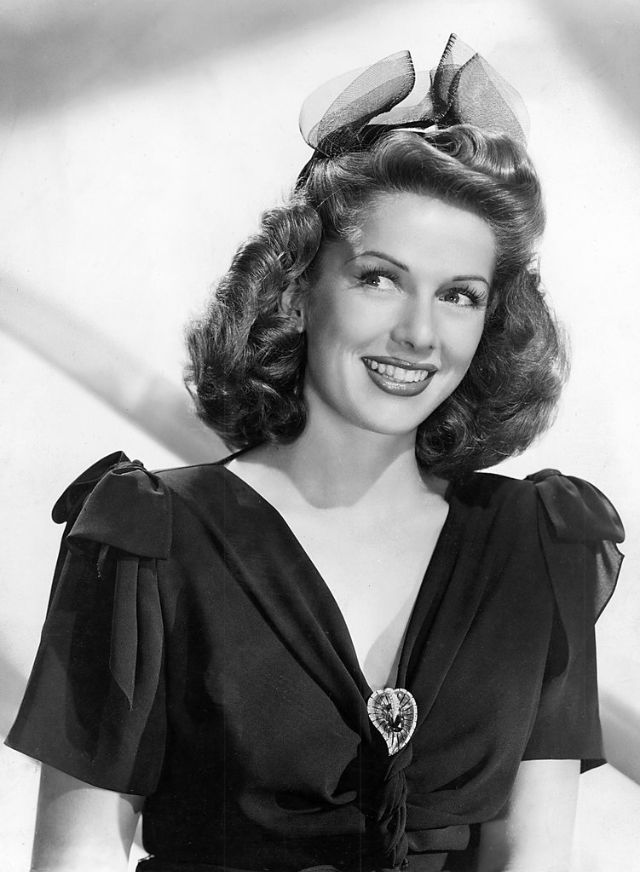 40 Glamorous Photos of Virginia Mayo in the 1940s and 50s